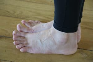 YHLB Yoga Feet with toes lifted